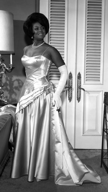 af84b275d249dd72770b244d523dfcb8 15 Vintage African American Prom Dress Pictures