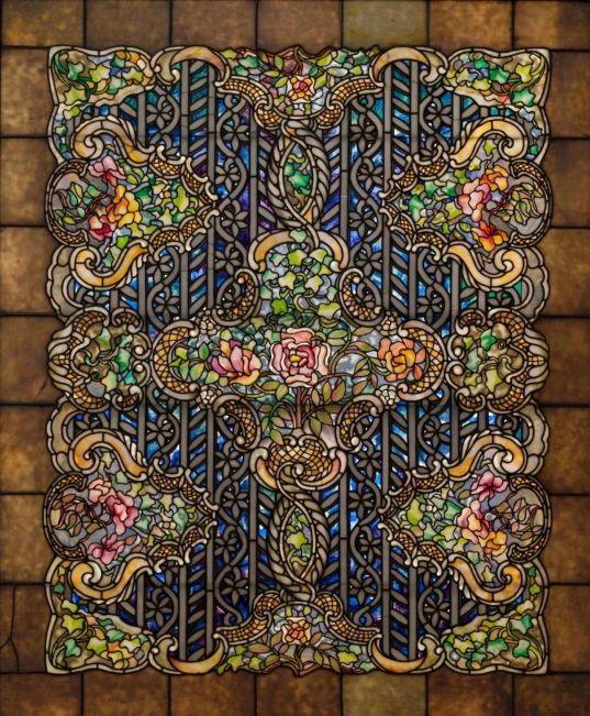 Окно «Розы и крест» из этилированного стекла