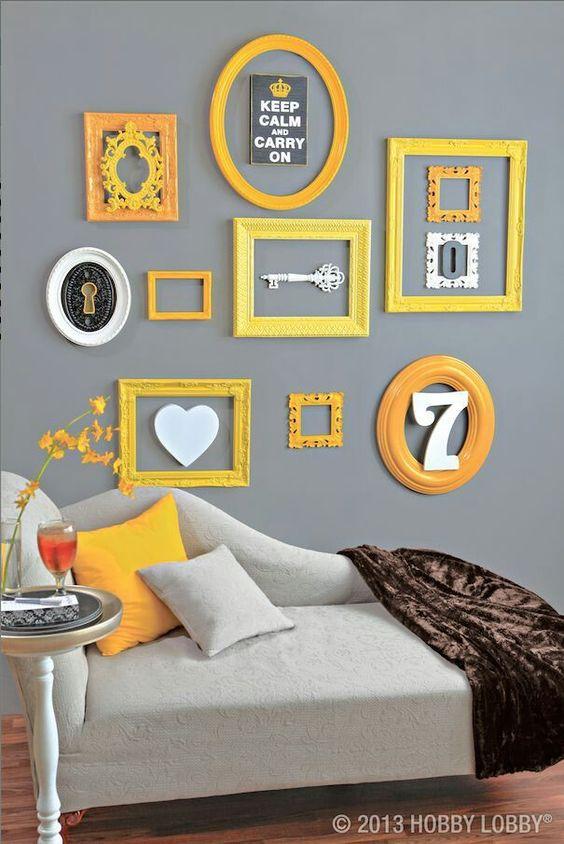 Molduras vazias compõe a decoração. E o amarelo e cinza é só amor <3  #decorarepreciso #decoracao #amareloecinza: