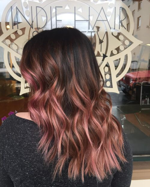 Black roots are cute with rose gold hairstyles!
