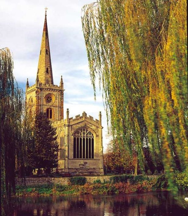 Church of the Holy Trinity, Stratford-Upon-Avon: One of the most beautiful, sweet churches I have ever stepped inside!: