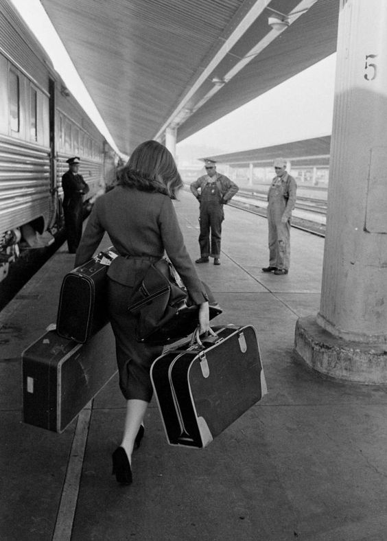 I long for the return of suitcases like these, travel by train and the luxury that travel use to be. :