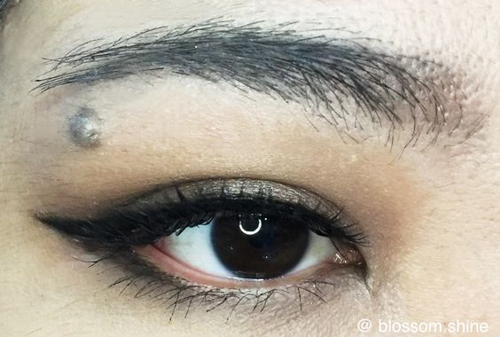 Naturally Smokey Eyes - perfect for a night out look, perfect especially for those who do not like flashy glamour look.