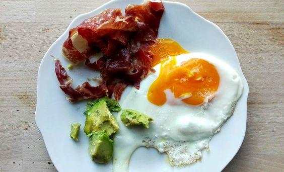 desayuno saludable,desayuno huevos,huevo jamon aguacate,desayuno sano