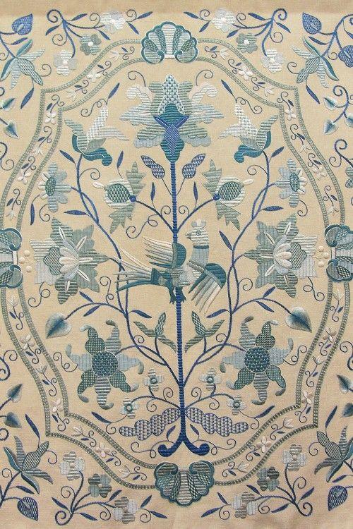 Bordado tradicional de Castelo Branco. Este bordado é feito com linho e fios de seda. Portugal: