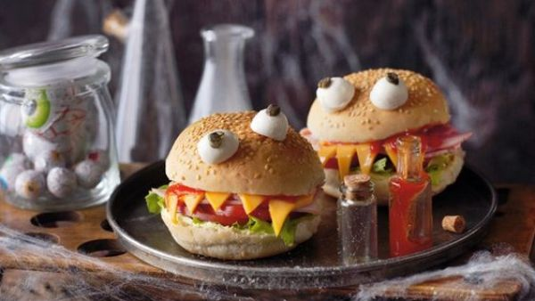 monstuos hamburguesas, comida haloween, comida divertida