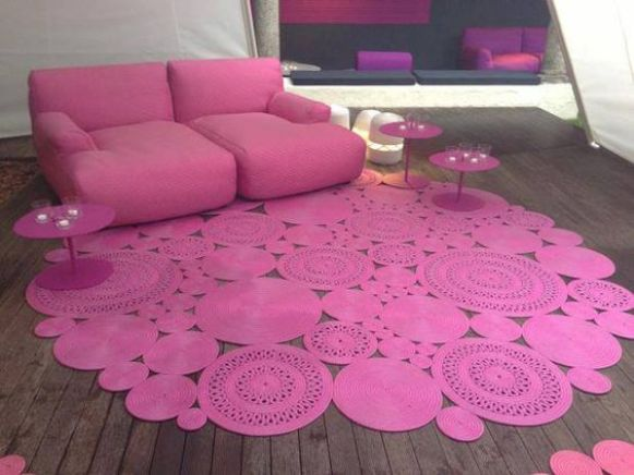 I would LOVE to do this in my house in shades of purples....on my hard wood floor I think would be gorgeous!!: