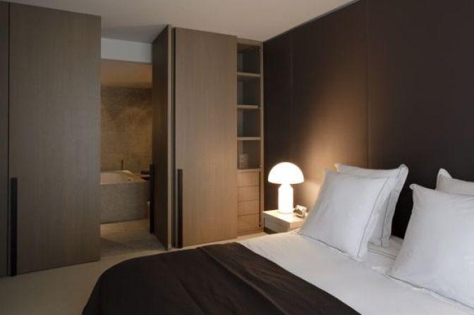 dormitorio en tonalidad marrón,atollo: