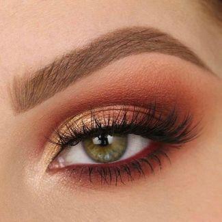 This orange eyeshadow from Smashbox Ablaze palette is amazing!