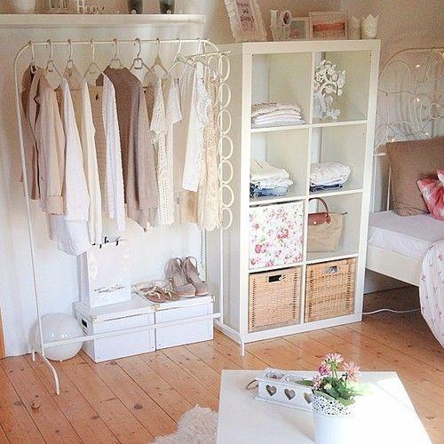 Araras de roupa na decoração do quarto:
