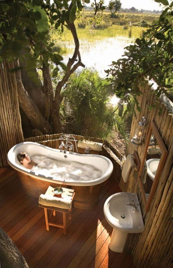 baden und genießen im grün toll und entspannend aber gewöhnungsbedürftig: