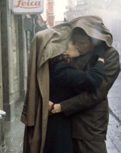 "Julianne Moore e Ralph Fiennes em cena de ""The End of the Affair"" (Fim de Caso)…:"