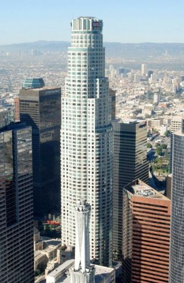 US Bank Tower, a 310m supertall skyscraper