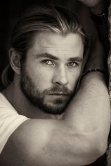 "Australian actor and ""Thor"" star, Chris Hemsworth's outtakes ...:"