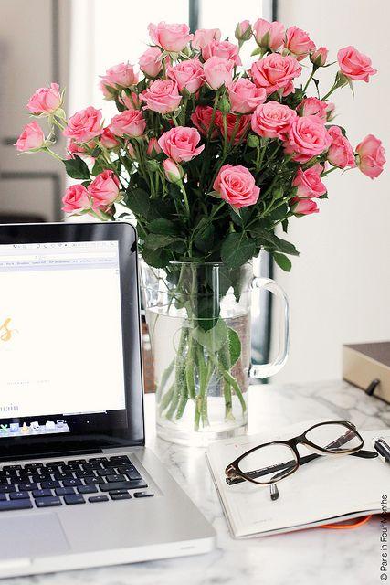 Lindo arranjo, flores traz alegria em qualquer local: