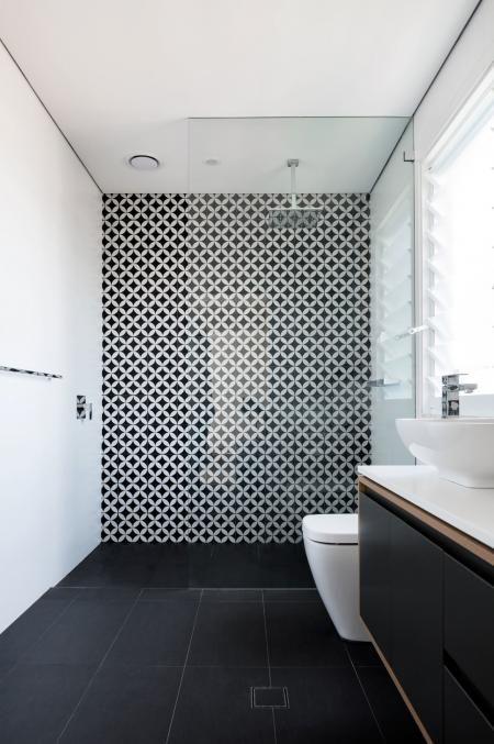 bathroom tile trends. Black And White Bathroom Tile Trends