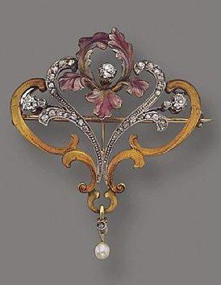 AN ART NOUVEAU GOLD, PLATINUM, ENAMEL AND DIAMOND PENDANT-BROOCH AND CHAIN, CIRCA 1900: