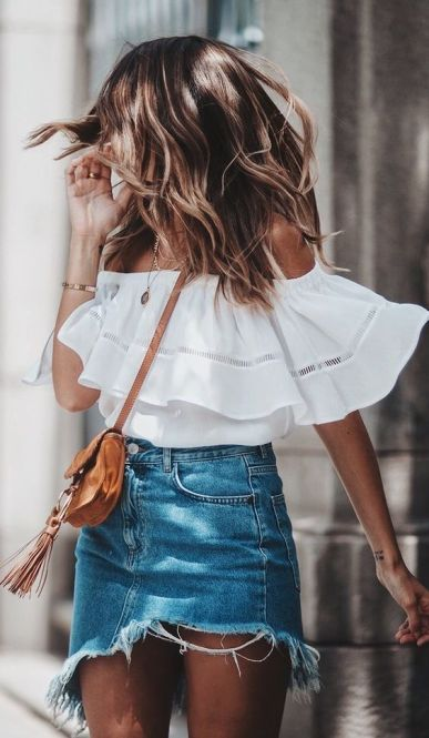 This denim skirt outfit is so cute!