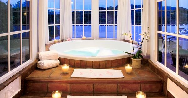 Jacuzzi Bathtub With Candled Steps And Round Windows DREAM HOMESSSSS Pinterest Jacuzzi