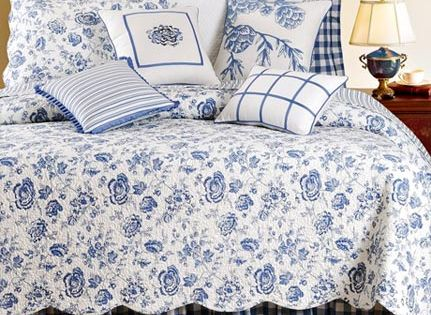 Country House Blue Amp White Floral Toile Queen Quilt Bed