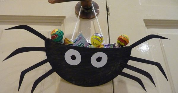 Paper Plate Spider: Fill With Candy For A Goodie Treat Bag