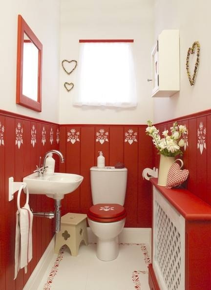 Red & white cottage bathroom