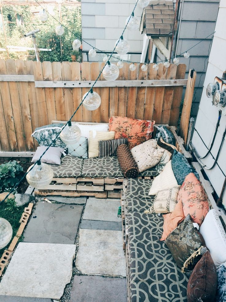 Cozy backyard space with mix and match printed pillows!