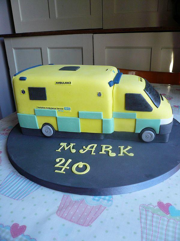 Ambulance Cake Flashing Lights Amp Siren Mr Crumbs Cakery