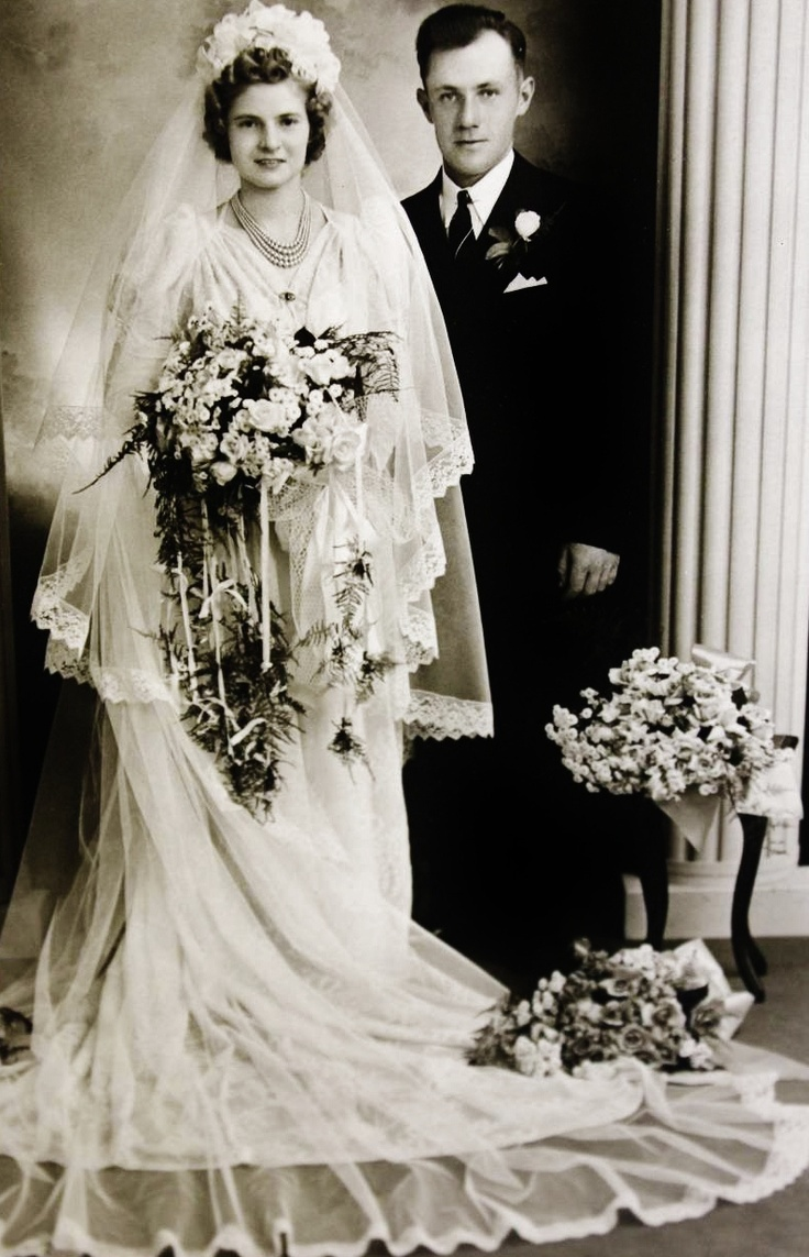 c. 1930s Wedding dress flowers 1930's wedding gowns and