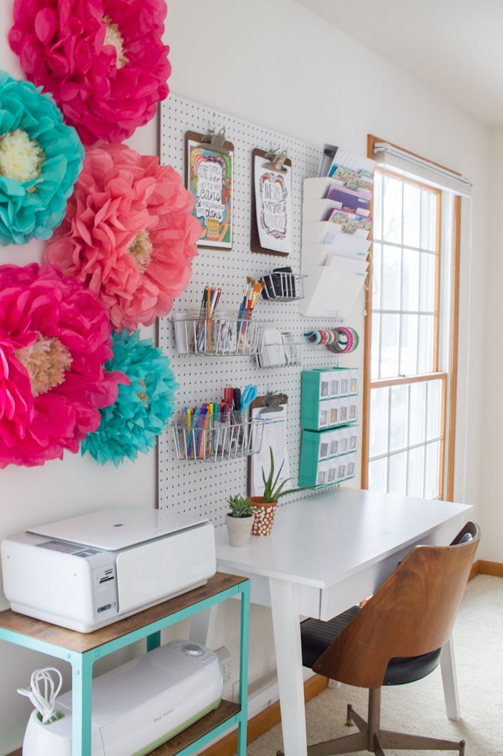 What a great idea for organizing your office and craft