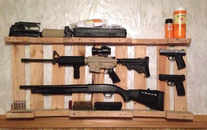 Diy gun rack out of wooden pallet wood pallet redos