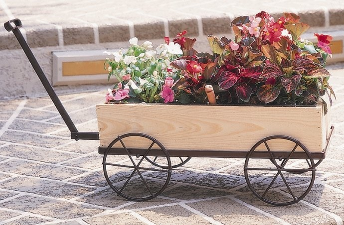 CobraCo Country Flower Wagon Planter w Plastic Liner