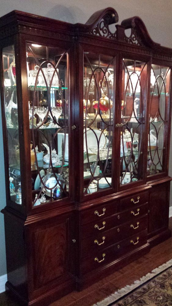 Thomasville Mahogany China Cabinet And Mahogany Dining Set 8 Pieces Queen Anne Queen Anne