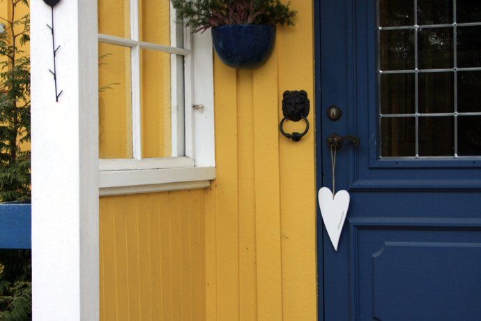 Love The Blue Door With Yellow House Beautiful Front