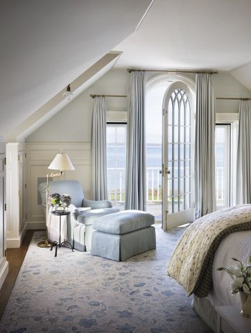What a beautiful house on Marthas Vineyard! Lots of great ideas. Tons of beauty. This bedroom is fantastic!