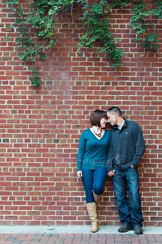 pose for couples same height #engagement #love | Couples