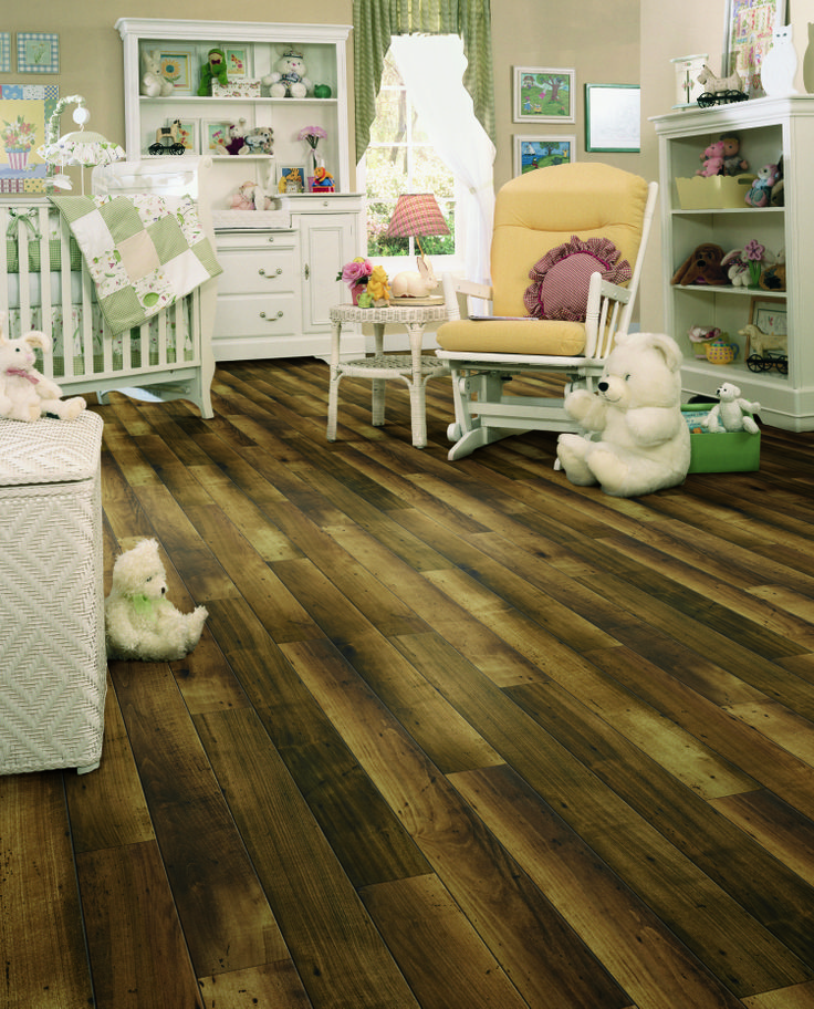 Laminate flooring with a unique multitone appearance