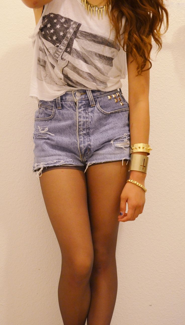 I love high-waisted shorts… why couldnt they have been in when I could wear th