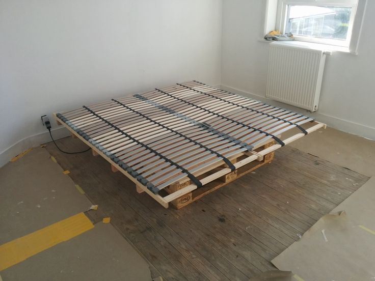 Lonset Bed Slats Paired With Pallets For A Cheap DIY Bed