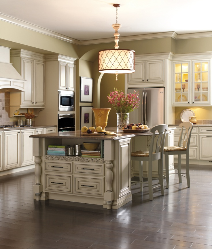 This Kemper kitchen is warmly in Coconut with