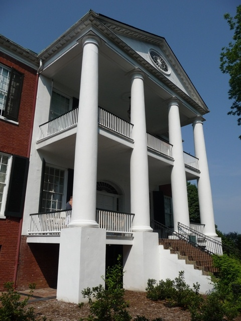 This is Rosalie Mansion in Natchez, MS. The name of house