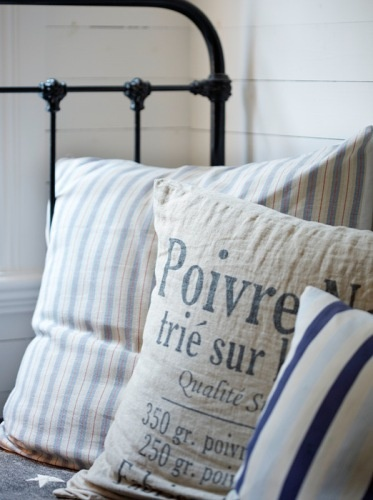 ℒ i n e n s  Beachy Cottage or French Shabby Chic, no matter, very nice