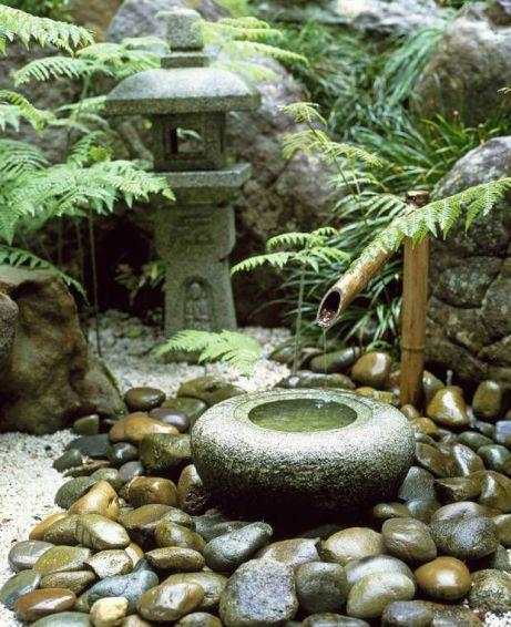15 idee per realizzare laghetti fontane e giardini for Cascate per laghetti da giardino