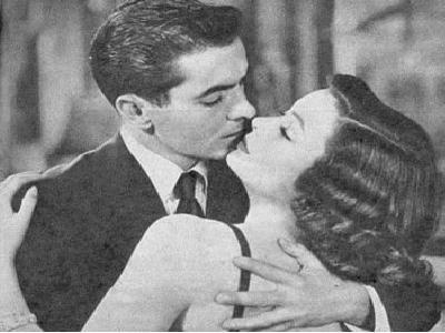 Pesquisa diz que beijo na boca aumenta à atração sexual