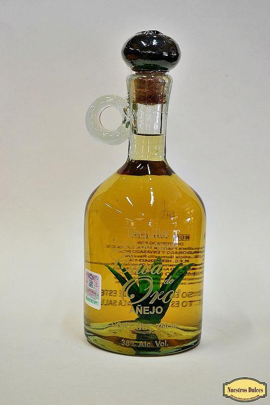 Un Agave Dentro De La Botella Hecho De Vidrio Soplado Es