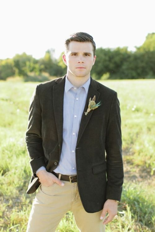 great casual groom style #desertwedding #southwestwedding #weddingchicks http://www.weddingchicks.com/2014/01/01/vibrant-desert-wedding-inspiration/