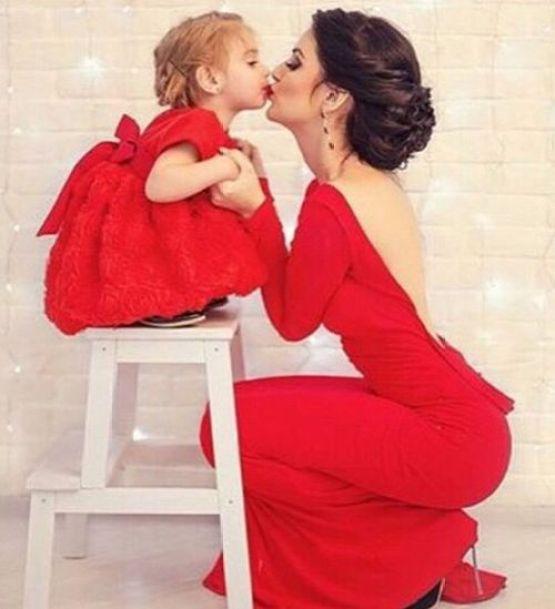 mama e hija vesidas igual:
