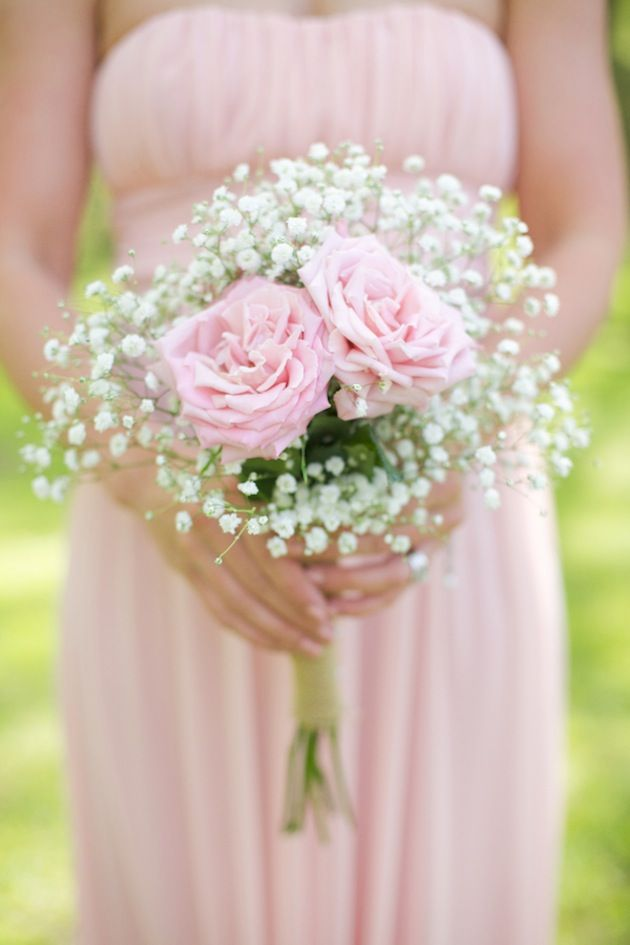DIY rose and baby's breath bouquet, wrapped in monogrammed burlap | Live View Studios | Bridal Musings
