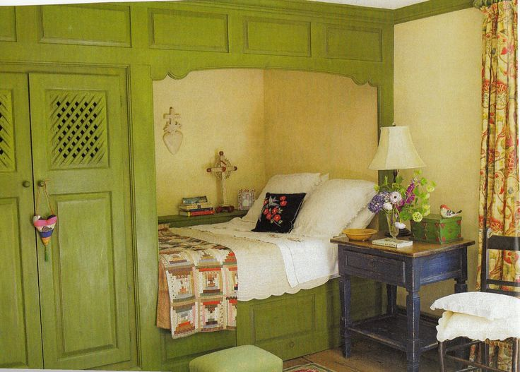 Built in bed…Hydrangea Hill Cottage: Sleeping Quarters
