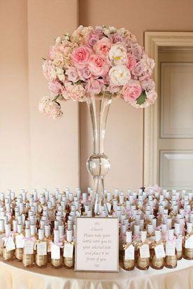 Recuerdo de boda que guía a tus invitados a sus lugares en las mesas! | 7 ideas de recuerdos para bodas